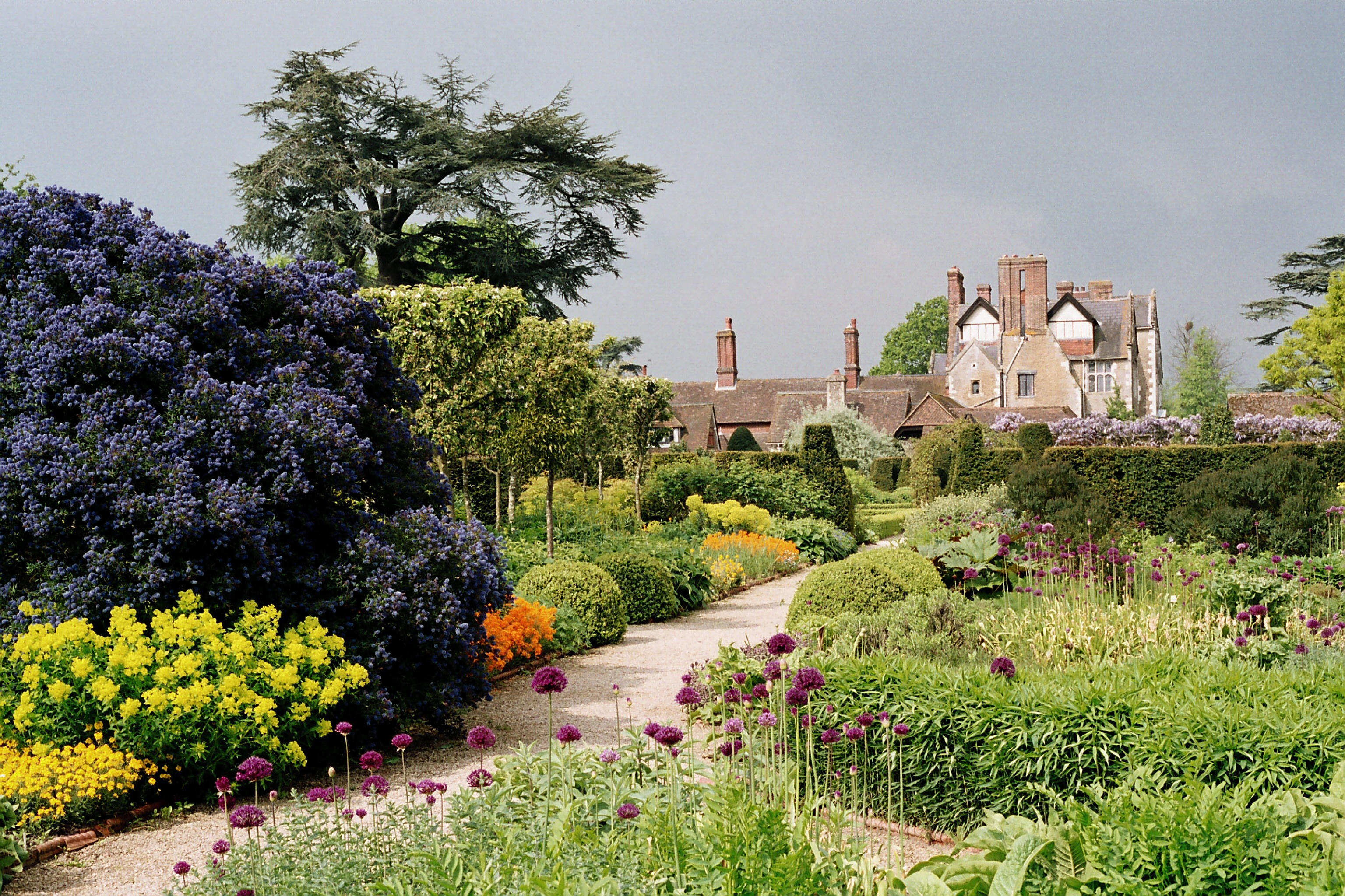 Live crafts at loseley park for Gertrude jekyll garden designs